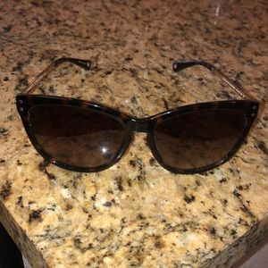 Coach tortoise shell cat eye sunglasses with case